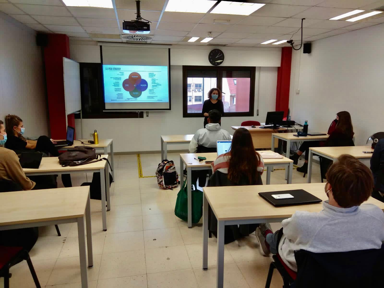 Sandra Pérez, conferencia de RRPP para el CFGS de Marketing y Publicidad