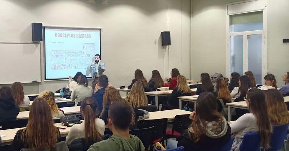 Alejandro Soldevila visita la EIP de Barcelona para ofrecer una conferencia sobre prevención y seguridad en los espacios