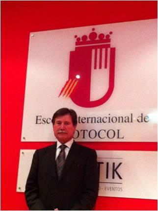 Conferencia de Josep Mª Martí, responsable de Protocolo de Grupo Codorníu, para los alumnos de la EIP de Barcelona